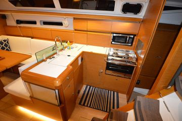 Aequanimitas - Jeanneau 44' - Interior View -galley