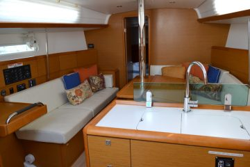 Irish Lass Interior View : Jeanneau 389