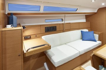 Jeanneau 38 ft. sloop interior view - radio