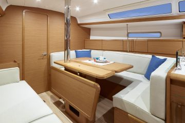 Jeanneau 38 ft. sloop interior view