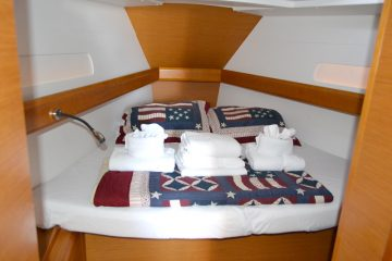 Weather or Knot V Berth : Jeanneau 41 ft