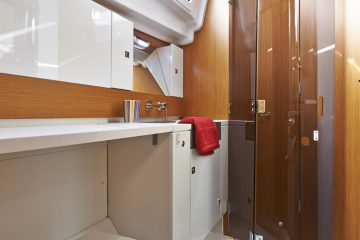 Jeanneau 41 ft. sloop interior view - head