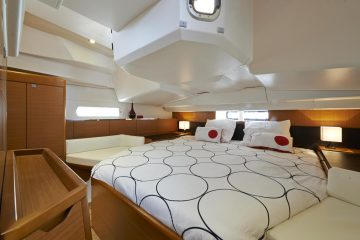Jeanneau 41 ft. sloop interior view - Cabin