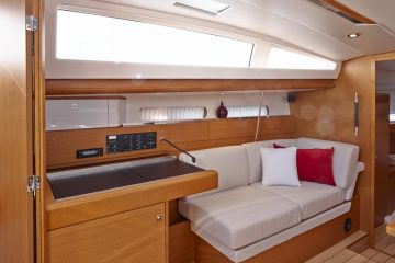 Jeanneau 41 ft. sloop interior view - radio