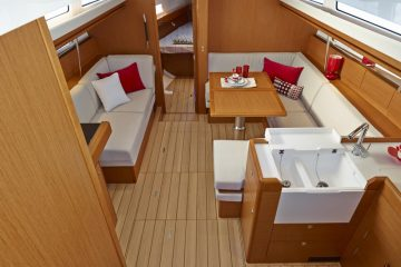 Jeanneau 41 ft. sloop interior view